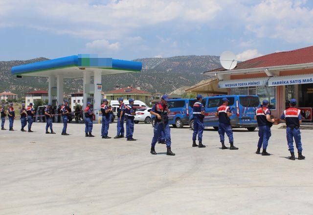 Kastamonu'da 8 kişilik basın açıklamasına 40 jandarma ile önlem
