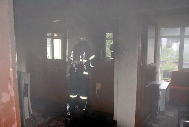 Çocukların çakmakla oyunu evde yangın çıkardı