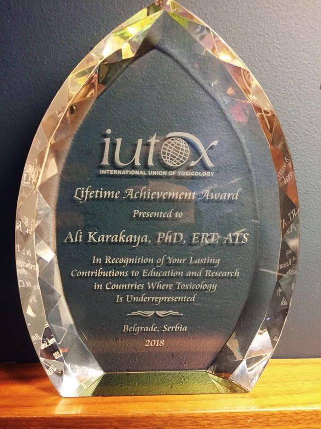 """Prof. Dr. Karakaya """"IUTOX Yaşam Boyu Başarı Ödülü"""" ne layık görüldü"""
