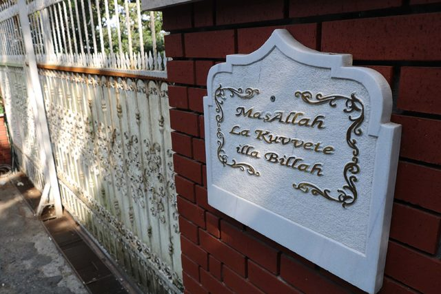 (Yeniden) - Adnan Oktar'ın Kandilli'deki villası mühürlendi