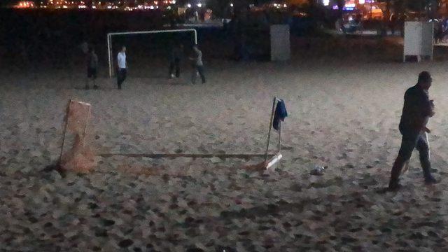Üzerine kale direği devrilen çocuk yaralandı