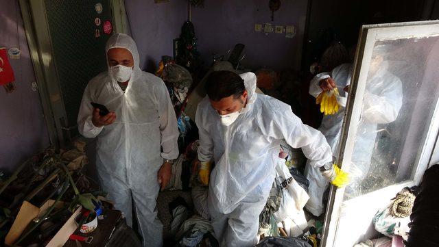 Cihangir'de deniz manzaralı çöp ev