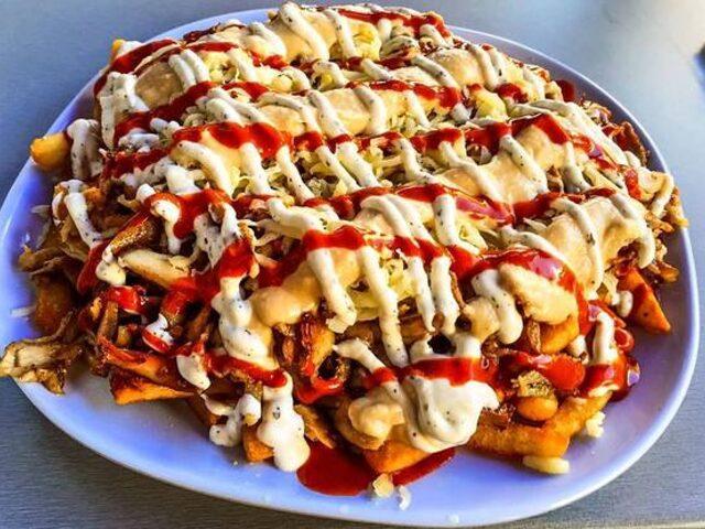 """6 Maddede Avustralya ve Batı Dünyasında Bir Akım Haline Gelen """"Halal Snack Pack"""" Çılgınlığı!"""