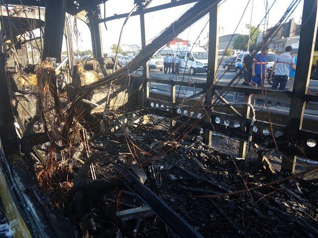 Bayrampaşa'da İETT otobüsü alev alev yandı (3)