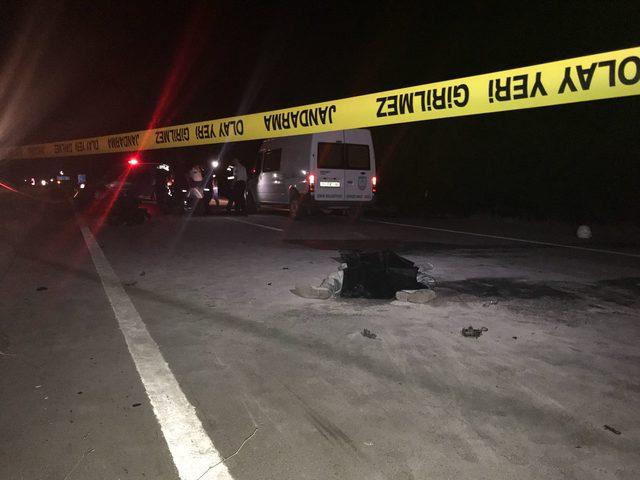 İki motosiklet kafa kafaya çarpıştı: 2'si yanarak 3 kişi öldü, 1 yaralandı