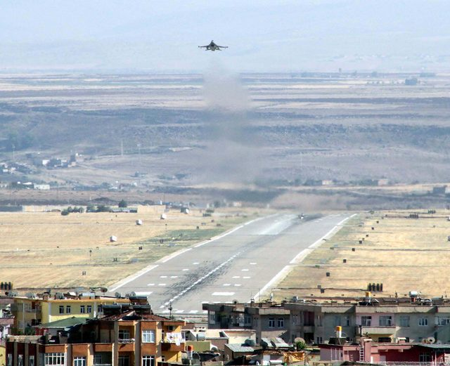 Darbe gecesi Ankara'yı bombalayan uçakların kalktığı üsse tenzili rütbe