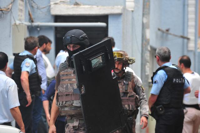Madde bağımlısı genç, sağlık ve polis ekiplerine ateş etti (2)