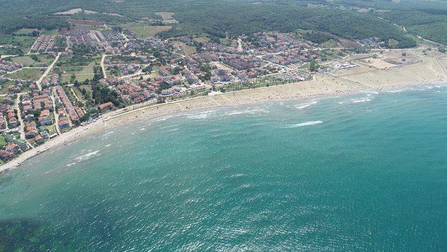 Kandıra sahilleri, tatilcilerle doldu