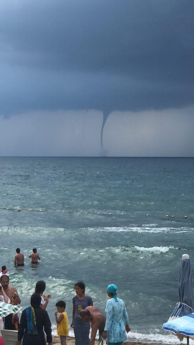 Bartın'da denizde çıkan hortum korkuttu
