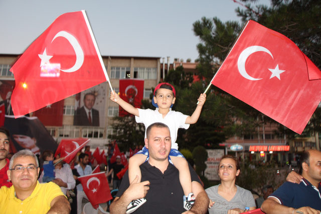 Şehit Halisdemir'in ablası: Ben nasıl gurur duymayayım Ömer Halisdemir'in ablası olmaktan