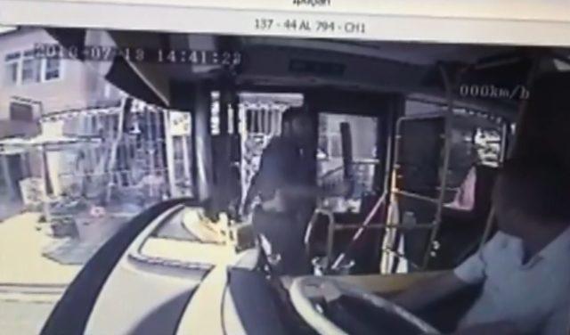 Malatya'da otobüs şoförüne döner bıçağıyla saldırı kamereda