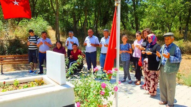 Engelli öğrenciler, Bigadiçli şehidin ailesini ve mezarını ziyaret etti