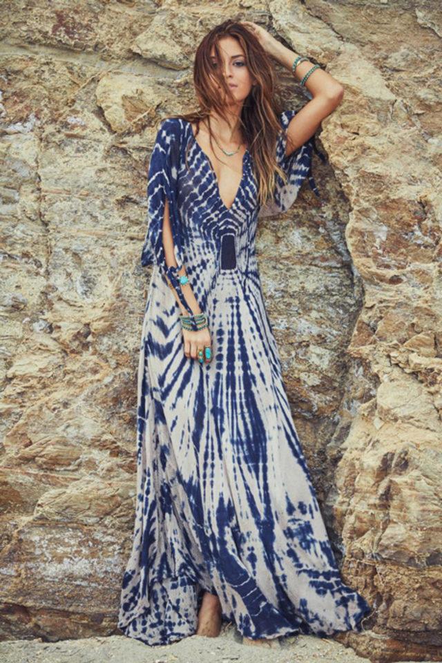 edbe8998fb5b2 Uzun, salaş, rengarenk ve desenli elbiseler hem yazın çok rahat hem de çok  şık olmanıza yardımcı. İşte bizim en beğendiğimiz uzun elbise modelleri.