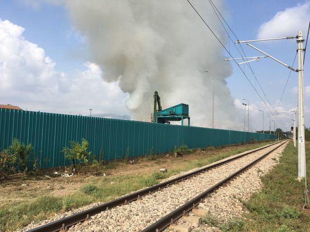 Geri donüşüm fabrikasındaki yangın söndürülemedi