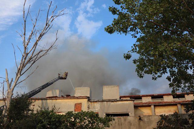 (Geniş haber) Zeytinburnu'nda fabrika yangını