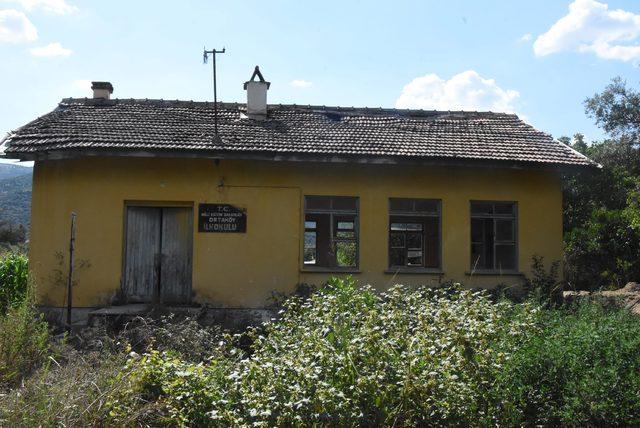 Köy okulları samanlık oldu