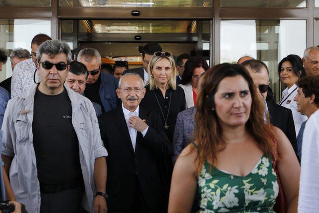 Kılıçdaroğlu'na 'Siyasetin CEO'su' pankartıyla karşılama