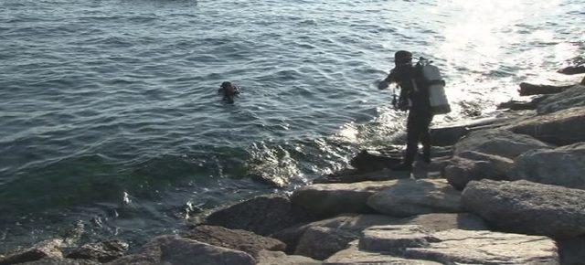 Kartal'da denize giren bir kişi gözden kayboldu-1