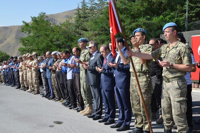 Şehit güvenlik korucusu için Hakkari'de tören