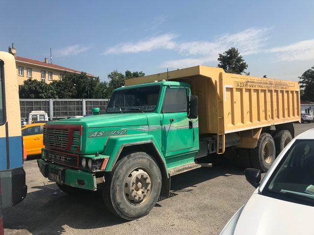 Hafriyat kamyonu park halindeki 16 aracı biçti