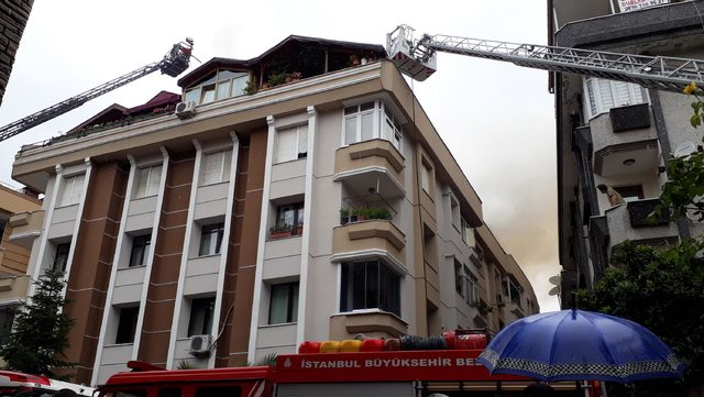 Bahçelievler'de bir binanın çatısına yangın