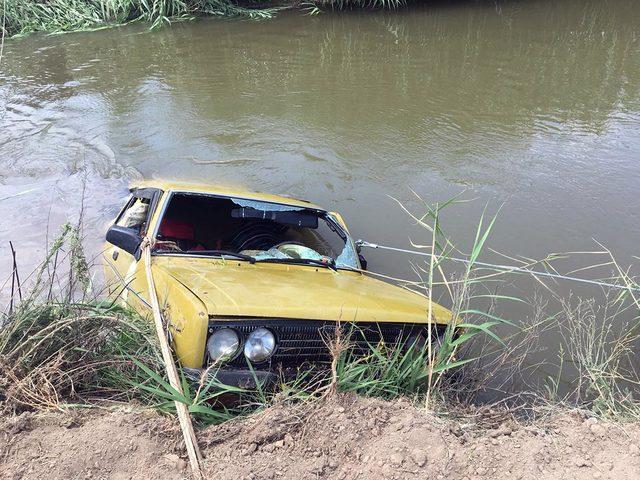 Otomobil sulama kanalına devrildi: 1 ölü, 2 yaralı