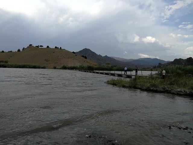 Baraj gölüne düşen çocuk kayboldu
