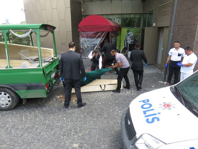 Otelin merdiven boşluğunda ölü bulundu