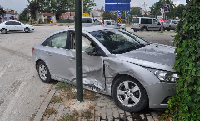 Kazada yaralanan çocuğa peçeteli müdahale