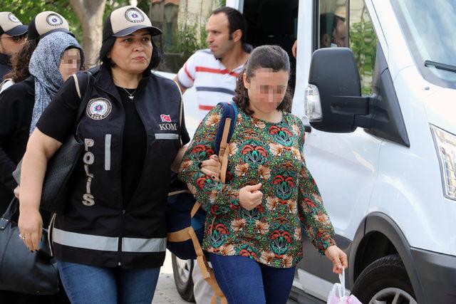 Zaman Gazetesi operasyonlarını protesto eden 5 kişi adliyede