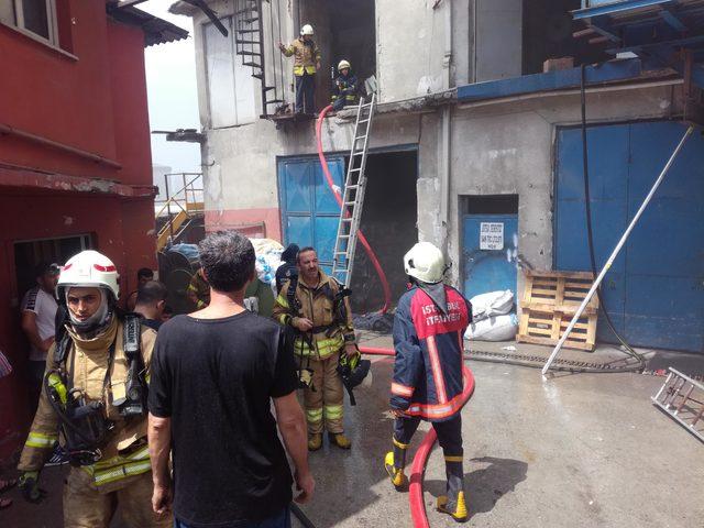 ek bilgi ve fotoğraflarla// Bayrampaşa'da 2 katlı imalathanede yangın