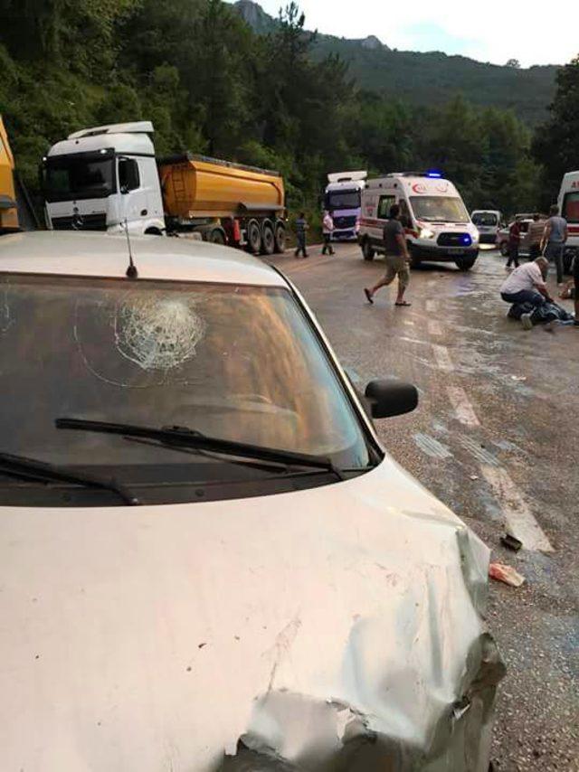 Bursa'da TIR ile otomobil çarpıştı: 5 yaralı