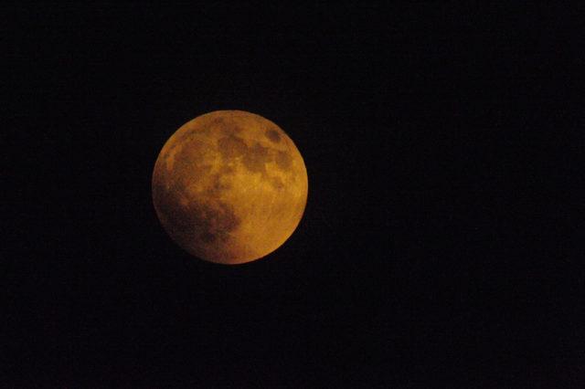 Çanakkale'de 'kanlı ay' tutulması izlendi