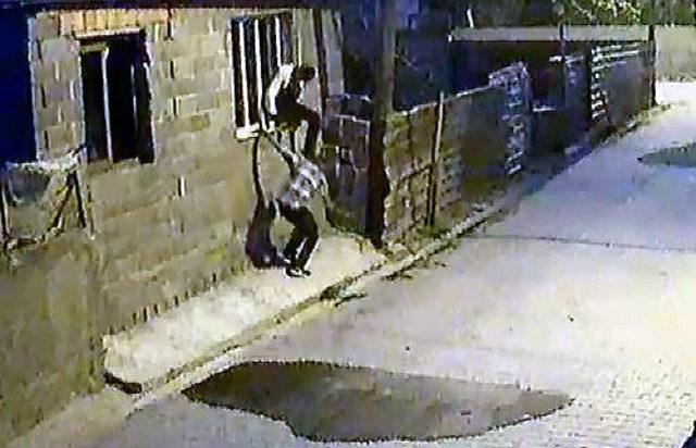 Alkollü hırsızlar, soygundan sonra uyuyakaldıkları otobüste yakalandı