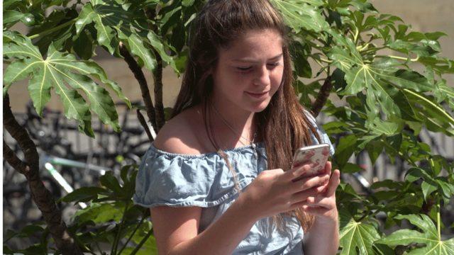 Lily en çok Instagram'a bakıyor