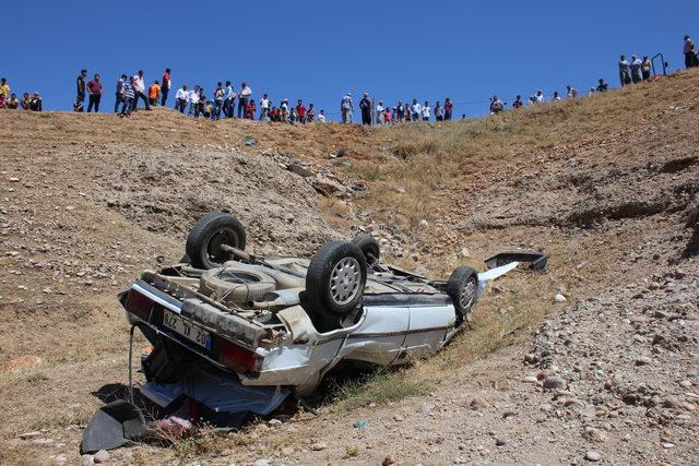 Düğün yolunda kaza; anne öldü, eşi ve 2 çocuğu yaralı
