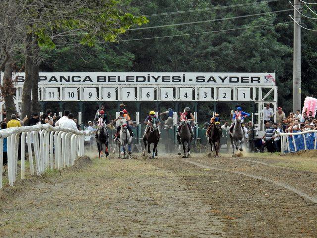 Sapanca'da '7'nci Mahalli At Yarışları' ilgi gördü