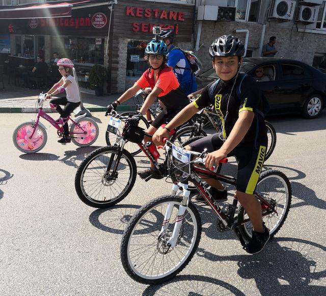 Trafikte bisiklet farkındalığını artırmak için pedal çevirdiler