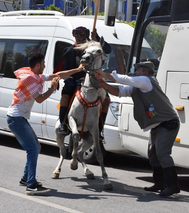 Yörük Türkmen şöleninde atlar, sahiplerine zor anlar yaşattı