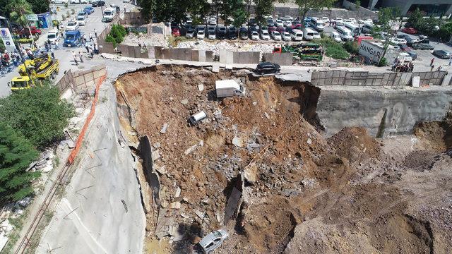 // havadan fotoğraflar // Ümraniye'de istinat duvarı çöktü