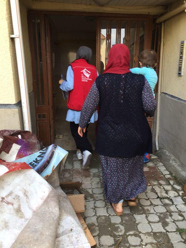 İnegöl'de evleri su altında kalan ailelere destek
