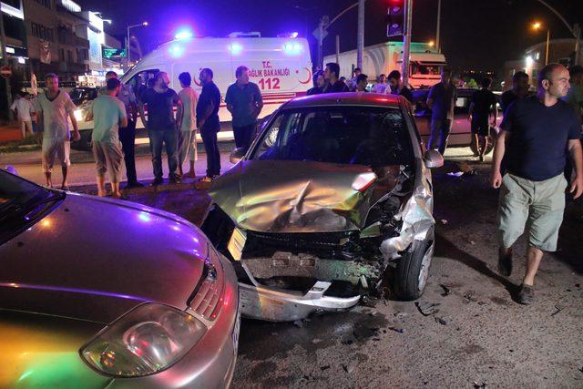 Işıklı kavşakta zincirleme kaza: 6 yaralı