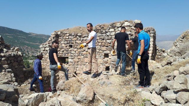 Çukurca'nın tarihi kale evleri turizme kazandırılıyor