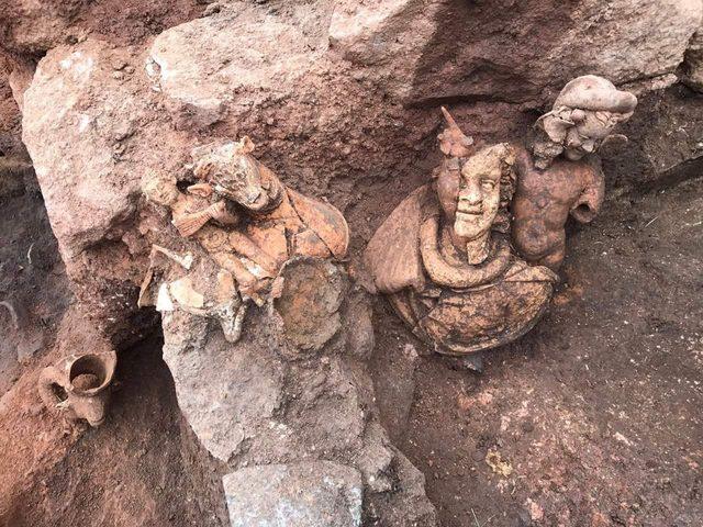 Ana Tanrıça Kibele'nini ardından Bereket Tanrısı Dionysos'un da heykeli bulundu
