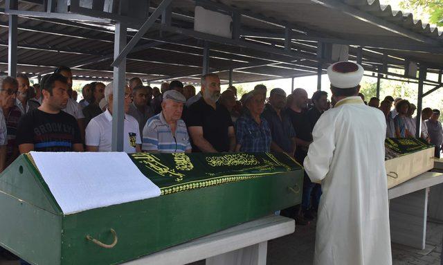 Kazada ölen emekli öğretmen çift toprağa verildi