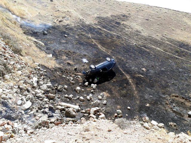 Şarampole yuvarlanan otomobil alev aldı: 2 yaralı