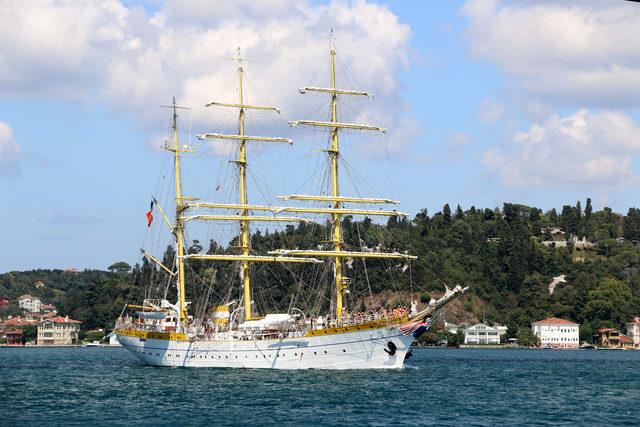 Boğaz'da ilgi çeken gemi; dünyada sadece 5 tane var