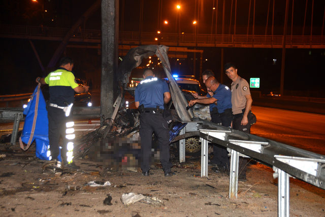 The car that hit the road burned: 1 dead
