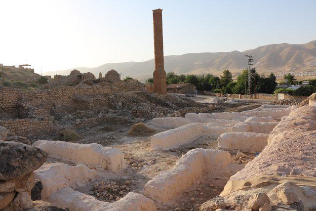 Hasankeyf'teki tarihi minarenin taşları, puzzle parçası gibi sökülüyor