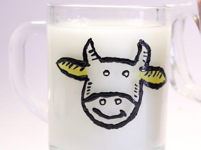 Çocuğunuza Süt İçirmenin En Eğlenceli Yolu: Baskılı Bardak